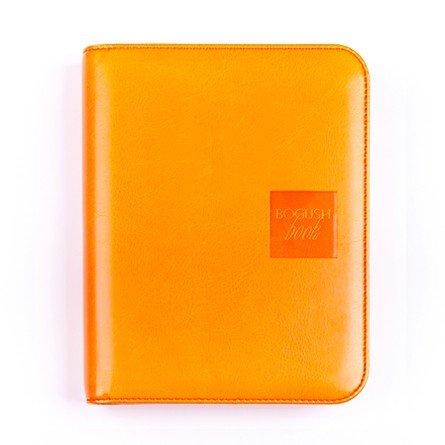 Легкий вариант «Богушбука» в обложке из искусственной кожи оранжевого цвета и в стандартной комплектации.